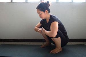 如何做瑜伽中的乌鸦式姿势