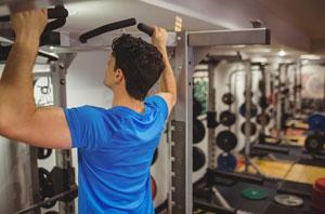 教你做一个完美的引体向上 锻炼背部